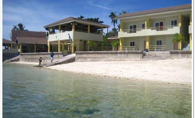 Rendezvouz beach Resort Shoreline in Mactan