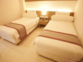 Viva Hotel Kediri by Front One - www.traveloka.com