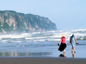 Pantai Parangtritis (sumber: indonesia.travel)