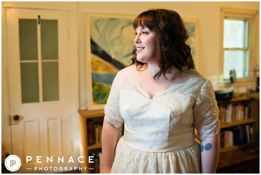 gorgeous full figured bride on wedding day