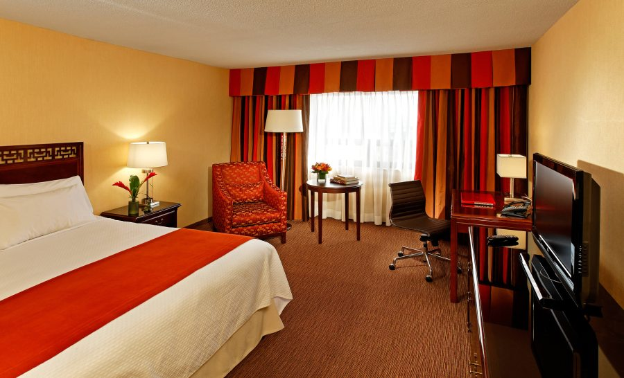 hires-prince-george-hotel-deluxe-guestroom-king