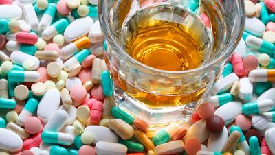 Puc beure alcohol si m'estic medicant?