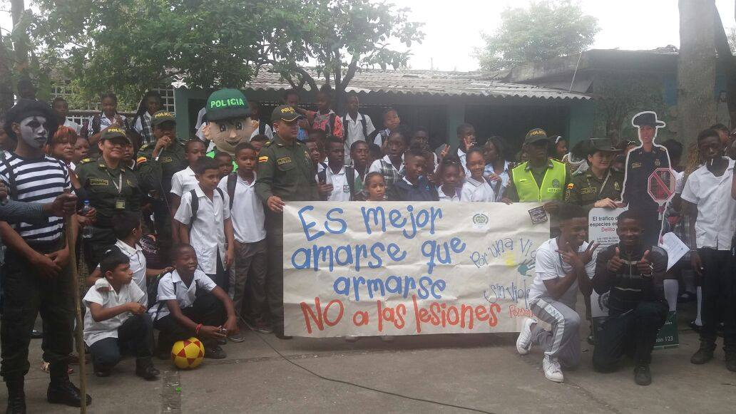"""Policía en Puerto Tejada adelanta campaña """"Amarse es mejor que Armarse"""""""