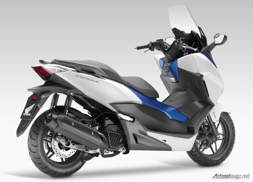 Honda-Forza-125-2015-rear-view