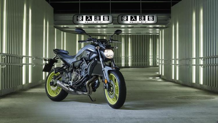 2017-Yamaha-MT-07-EU-Night-Fluo-Static-001