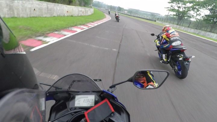 Test Ride New Yamaha R25: Modal USD Baru, Menikung Jadi Lebih Menyenangkan!