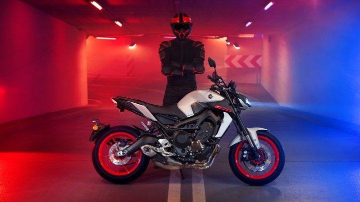 New Yamaha MT-09 Resmi Meluncur, Harga Kompetitif, Siap Libas Z900 & Honda CB650R!