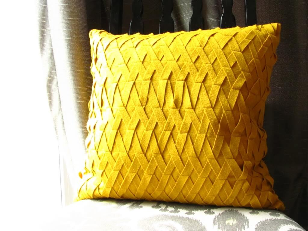 How To Make A Throw Pillow With Pictures : Felt Lattice Pillow