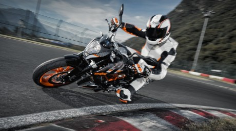 390 KTM DUKE in Action