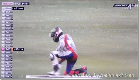 jorge lorenzo crash 18