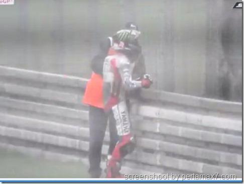 jorge lorenzo crash galau 16