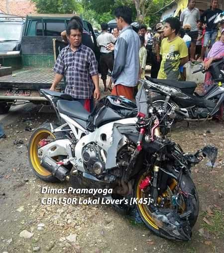 Kecelakaan-Honda-CBR100RR-Fireblade-VS-Suzuki-Carry-Di-Madura,-Pengemudi-Motor-Selamat-Sopir-Mobil-Terjepit-pertamax7.com-1