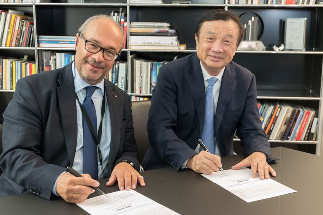 Leica owner and chairman Dr. Andreas Kaufmann (left) signing with Huawei CEO Ren Zhengfei