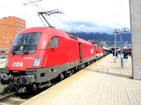 orient_express_train_innsbruck_station
