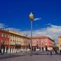 Nizza Highlights, Place Massena mit Pfahlsitzer, Beitragsbild