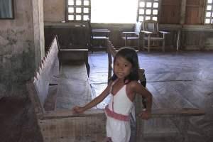 La petite Angel, rencontrée à Lazi, tout au sud de Siquijor, dans le plus ancien couvent des Philippines.