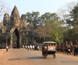 Tuk-tuk à Angkor. Cambodge, février 2011.