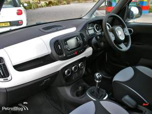 2013 Fiat 500L interior