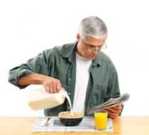 senior-eating-cereal