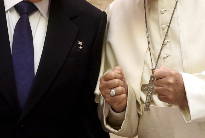 pope francis raul castro hand
