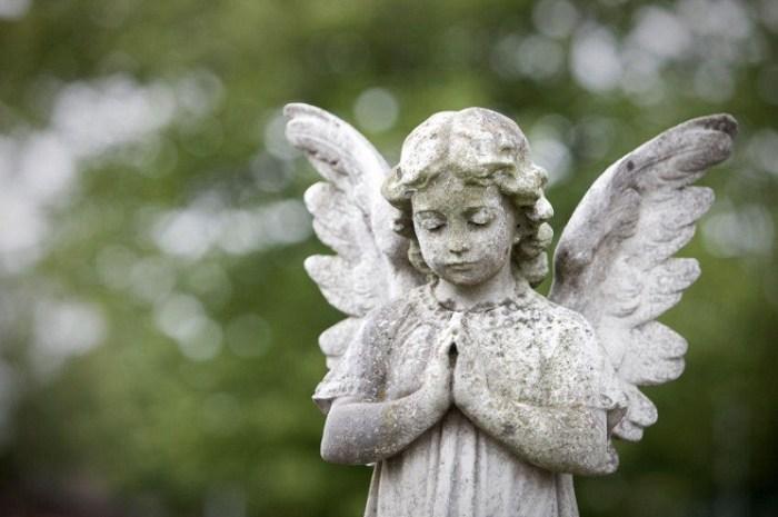 Angel Pray Statue
