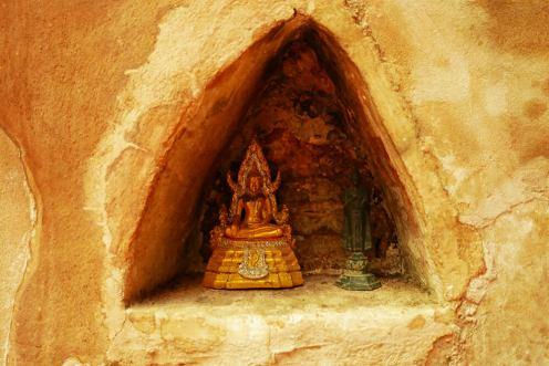 タイ・チェンマイの寺院 ワット ウモーン Wat Umong