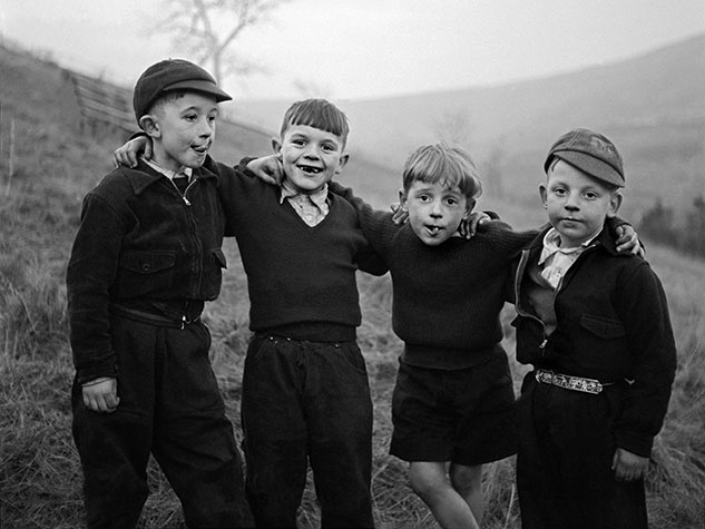G.B. WALES. Rhondda valley. 4 boys. 1957.