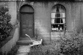 G.B. ENGLAND. London. North London home, 1959.