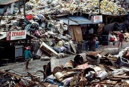 Lupang Pangako. 1996. Markeshift housing in the garbage dump.