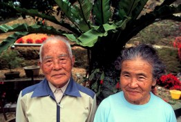 JAPAN. Okinawa. 1996. Kiich Sakugawa, 96, with his wife, Mitsu, 70.