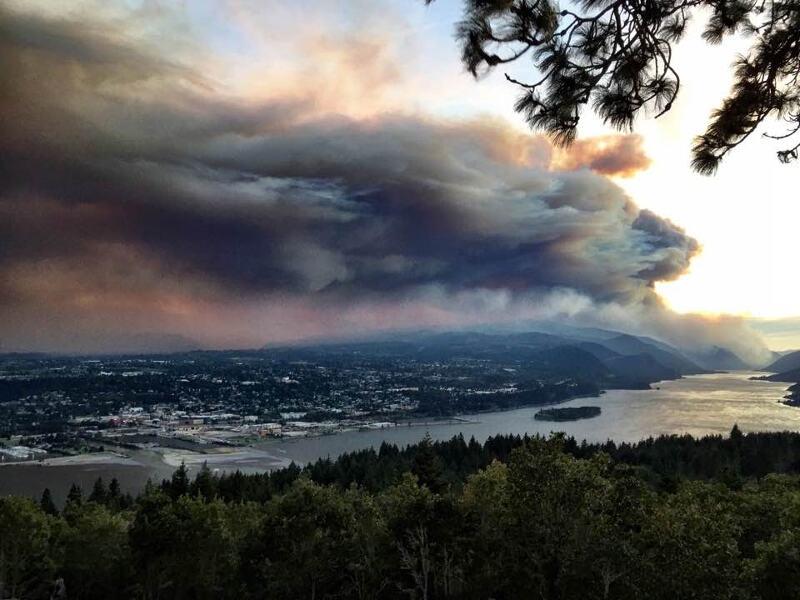 Eagle Creek Fire smoke over Hood River