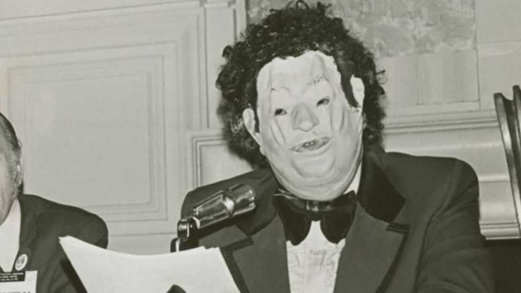 Dr. Anonymous at the American Psychiatric Association annual meeting in 1972. Photo by Kay Tobin, courtesy New York Public Library Collections.
