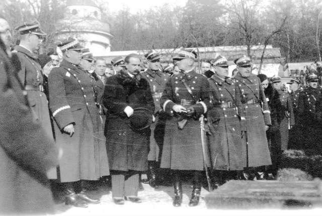На Цвинтарі Орлят Личаківського некрополя. Фото міжвоєнної доби.