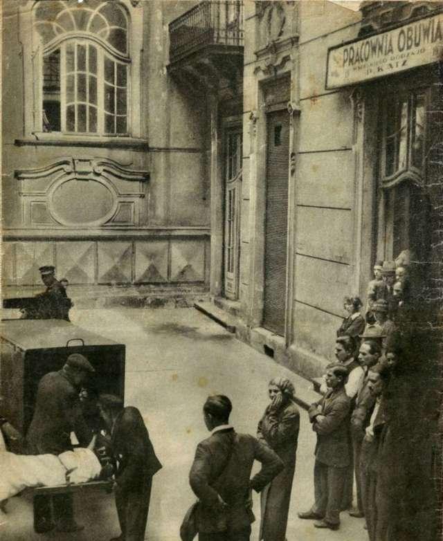 Внутрішнє подвір'я будинку Ландау. Фото з преси міжвоєнної доби.