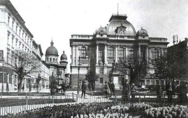 Монумент коронному гетьману на Валах Гетьманських. Фото 1920-х років