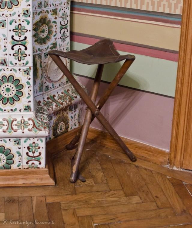 Складний стілець XIX століття, музей Михайла Грушевського.