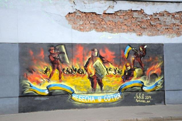 """Графіті в пам'ять про """"Небесну сотню"""" на вулиці Франка"""