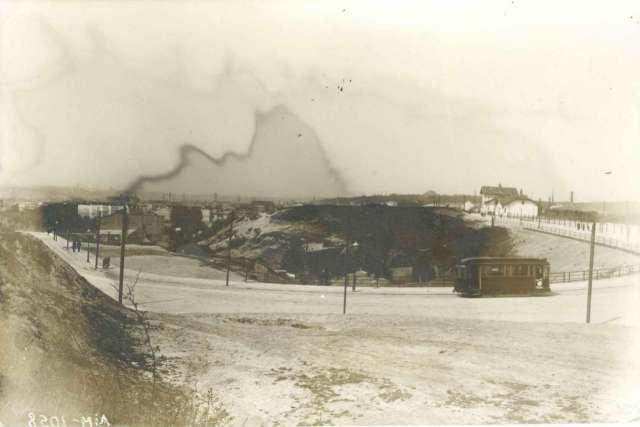 Рогатка на верхньому Личакові із трамвайним розїздом біля станції. Фото поч. XX сторіччя