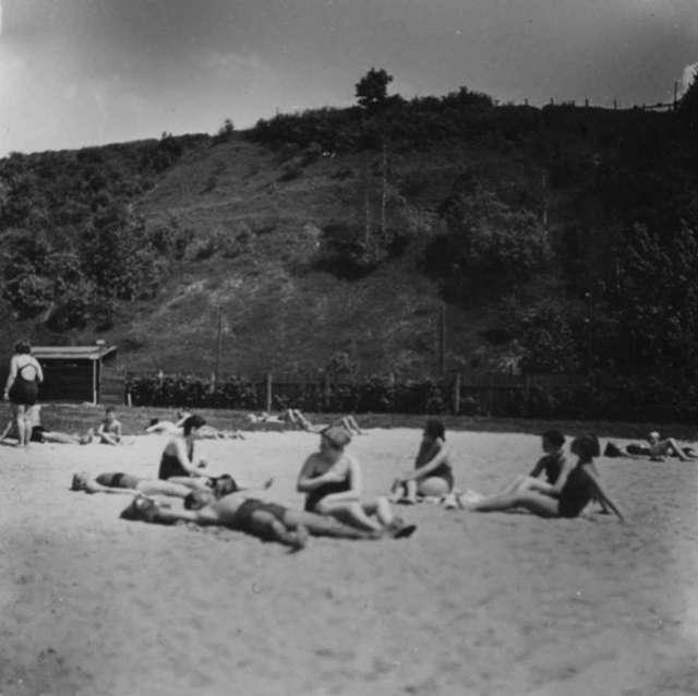 """Пляжна зона """"Залізних вод"""". Фото до 1939 року"""