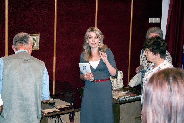 Головний зберігач фондів музею п. Олеся Ванчура, презентує виставку до 115 Катерини Грушевської