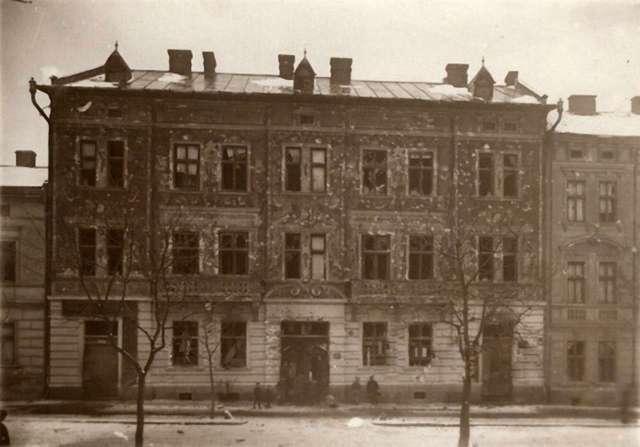 Будинок №8 на вулиці Бема після боїв листопада 1918 року