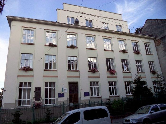 Будинок гімназії сестер Василіянок, який побудував Андрей Шептицький, на вул. Кирила і Мефодія у Львові