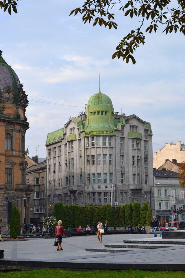 Львів, сучасний вигляд колишнього Празького кредитного банку, фото 2015 року