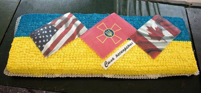 Святковий торт з нагоди Дня захисника Вітчизни на Яворівському полігоні, фото 14 жовтня 2015 року.