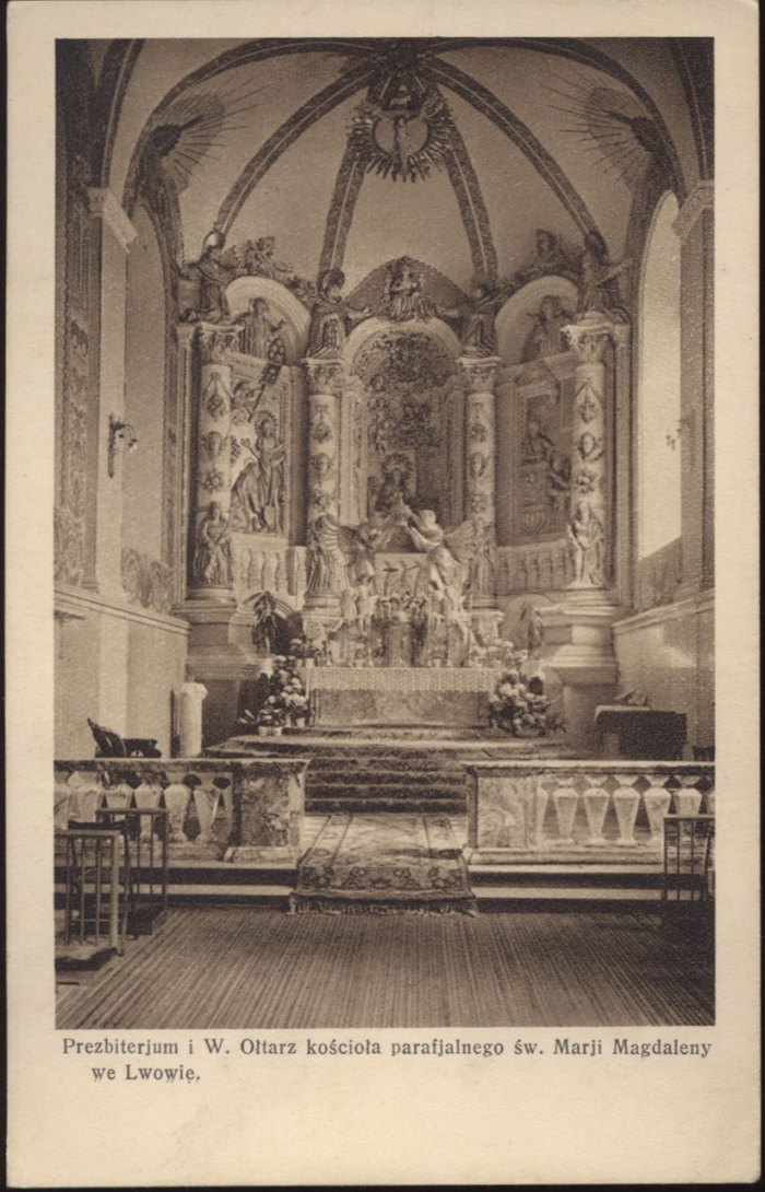 Головний вівтар костелу Марії Магдалини. Саме під цим місцем знаходиться таємнича крипта. Фото 1935 року