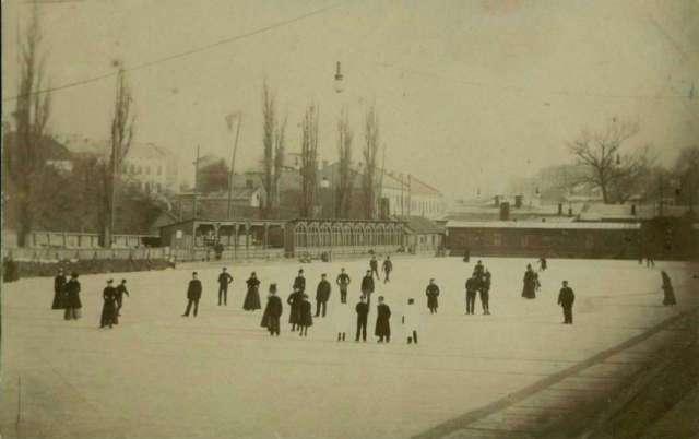 Собків став - природна окраса Кастелівки, що зимою перетворювався на ковзанку. Фото 1910 року