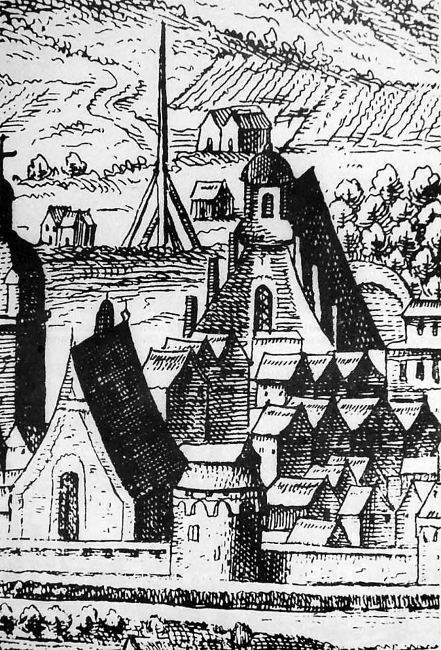 На передньому плані – костел Св. Хреста