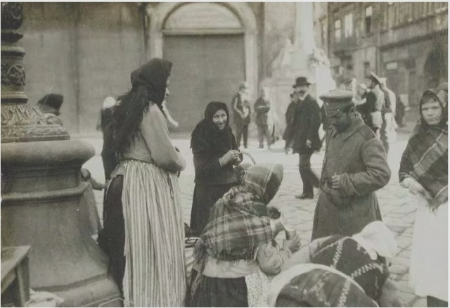 Торги на площі Ринок, фото 1914-1915 рр.