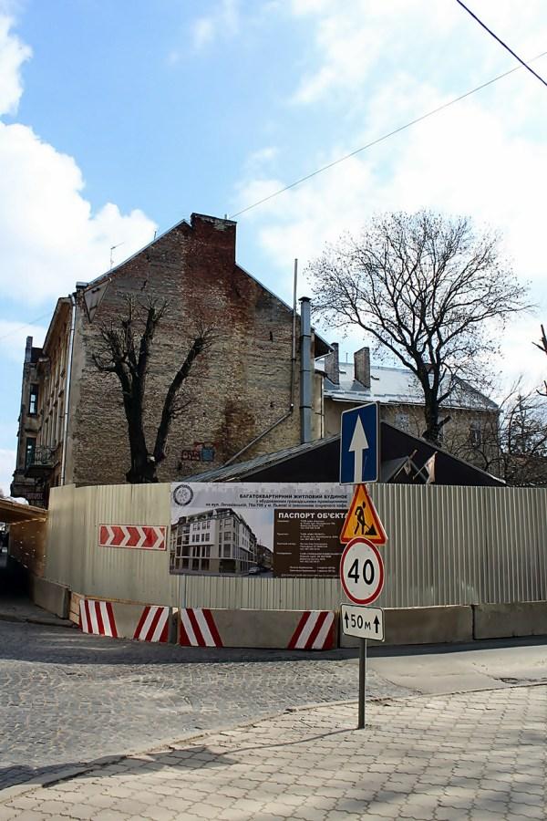 На розі вулиць Личаківської та Сковороди сьогодні не знайдеш колишню «Кафедру пана Андрія»