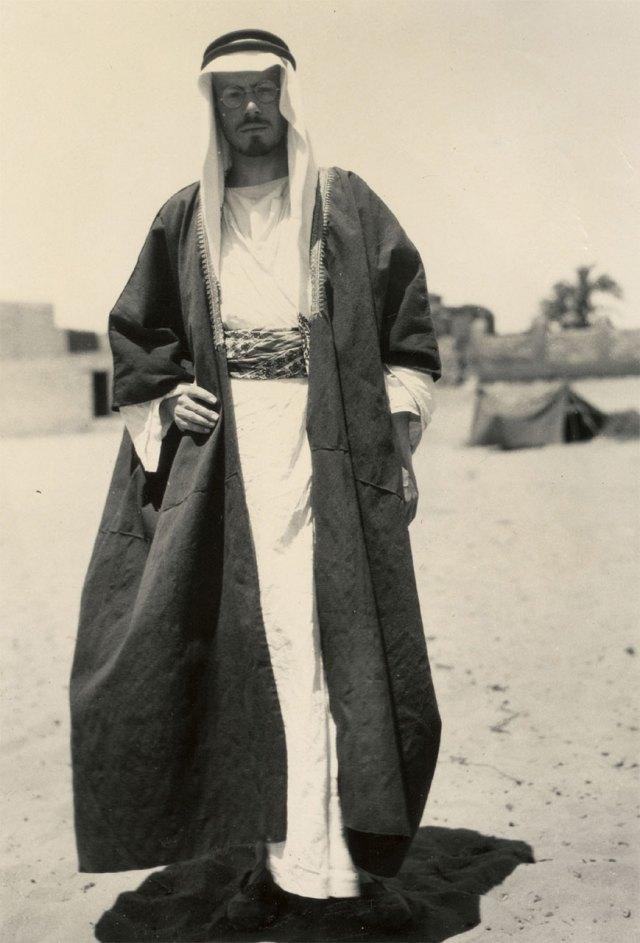 Мухаммад Асад у традиційному арабському вбранні